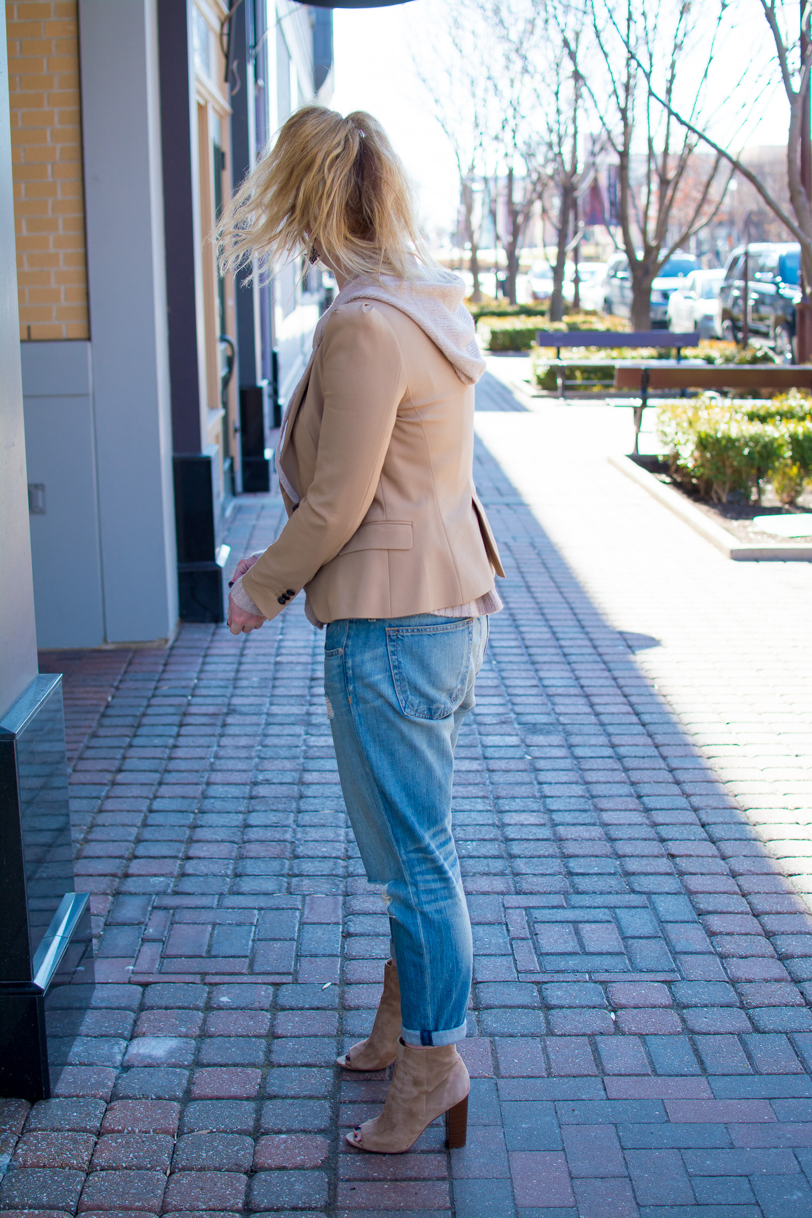Ashley from LSR in a camel blazer, boyfriend jeans, and blush hoodie