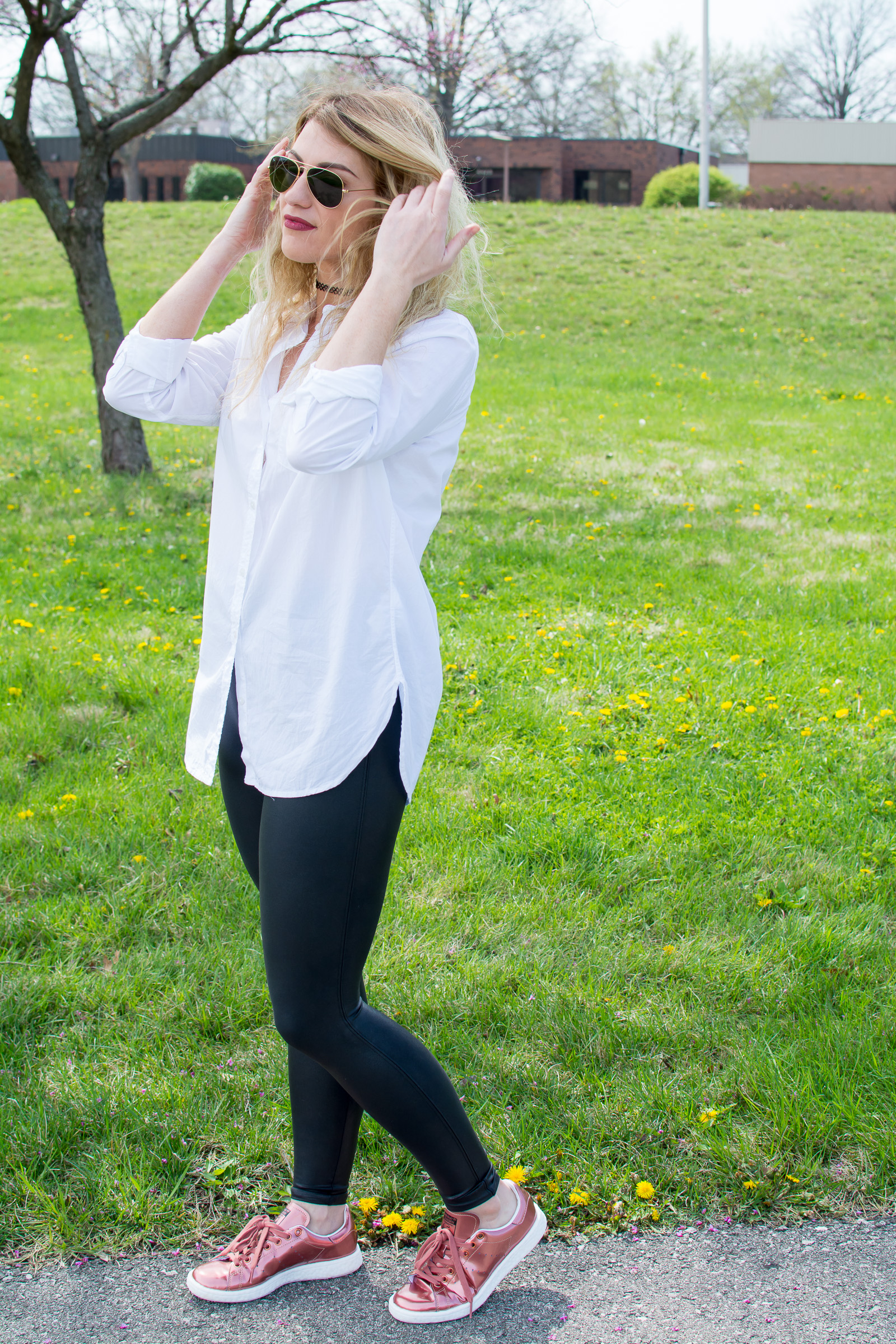 Athleisure How-to: White Button-up and Sneakers. | Ashley from Le Stylo Rouge
