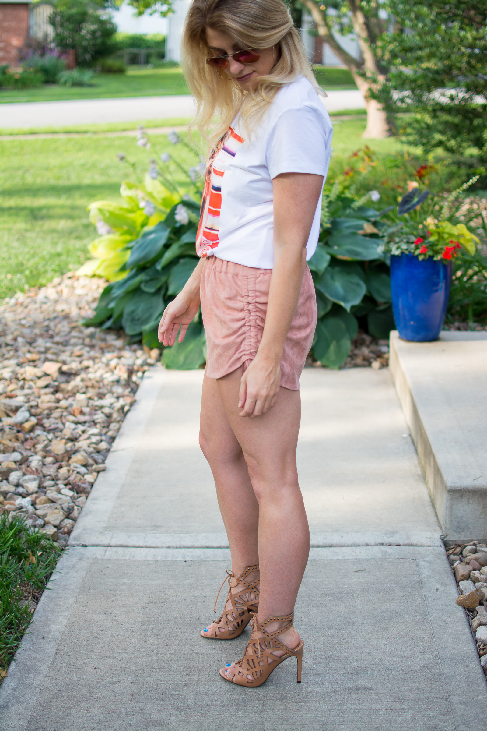 Styling a Graphic Tee with Suede Shorts. | Ashley from Le Stylo Rouge