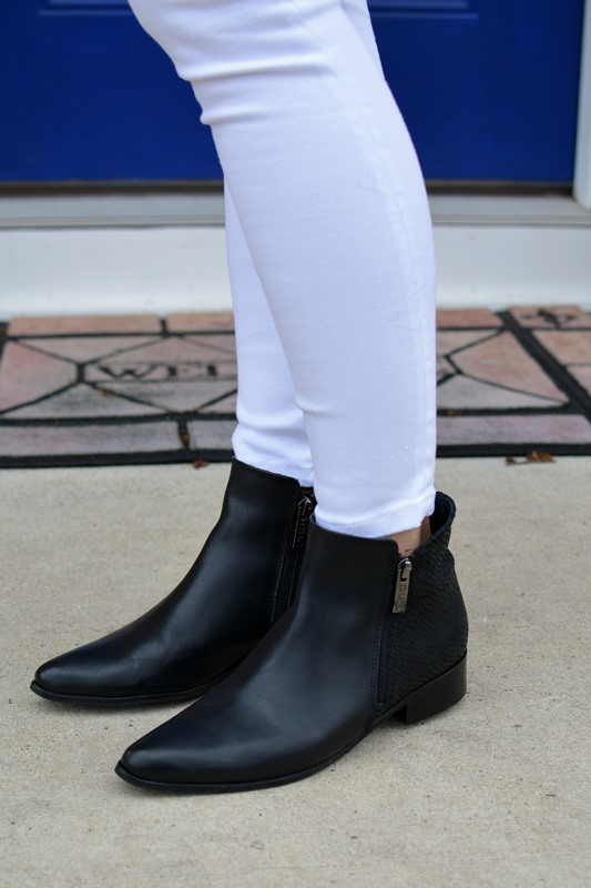 ashley from lsr, duo axil boots, gap resolution white jeans