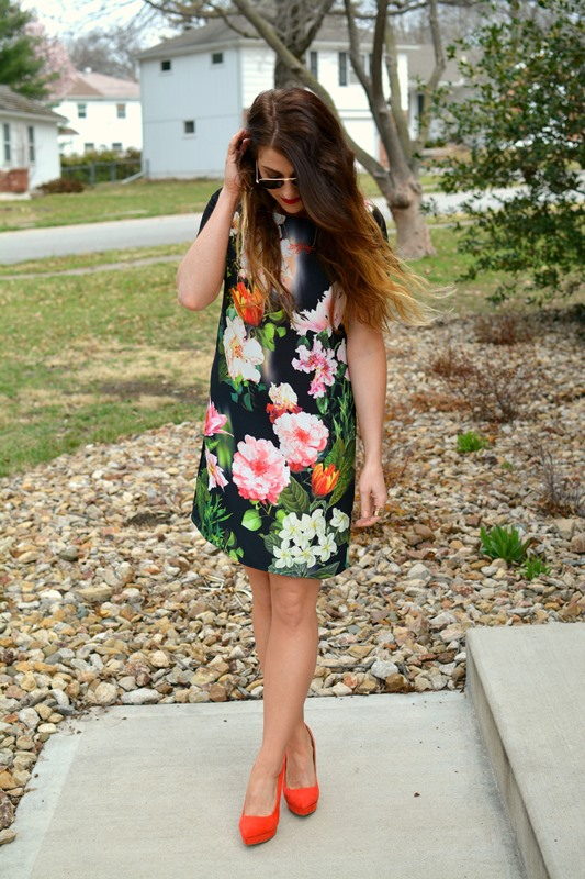 ashley from lsr, golden tote moody floral dress, orange pumps