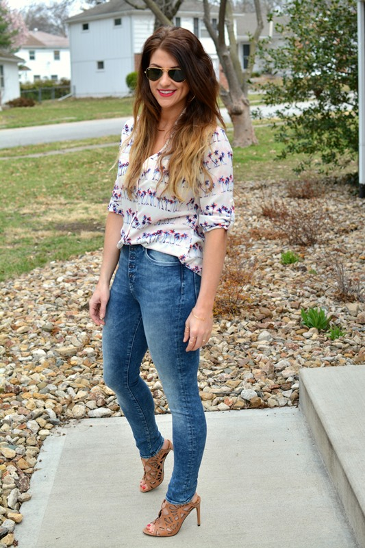 ashley from lsr, express portofino shirt, h&m acid wash jeans, dolce vita helena sandals