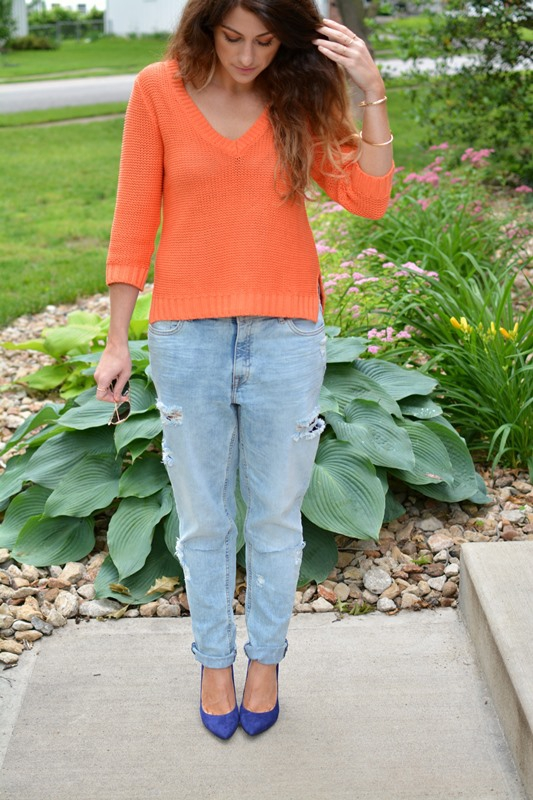 ashley from lsr, orange h&m sweater, h&m girlfriend jeans, blue suede pumps