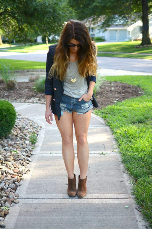 ashley from lsr, pinstriped blazer, one teaspoon bandit shorts, innotec denton sun sunglasses