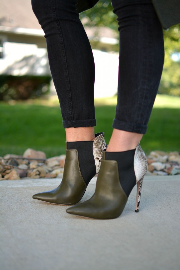 Ashley from LSR in black Madewell jeans, and olive stiletto booties