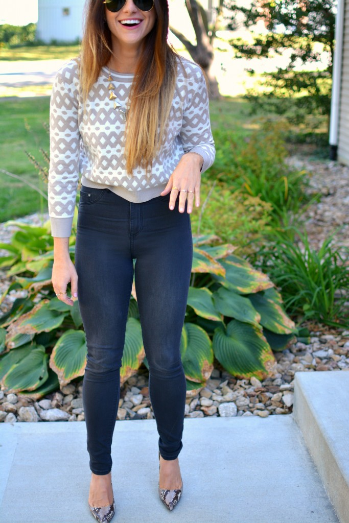 Ashley from LSR in high-waisted black H&M jeggings, cropped printed sweater, and snake skin pumps