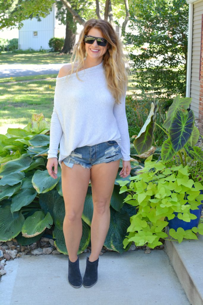 Ashley from LSR wearing a lightweight sweater, One Teaspoon shorts, and ankle boots