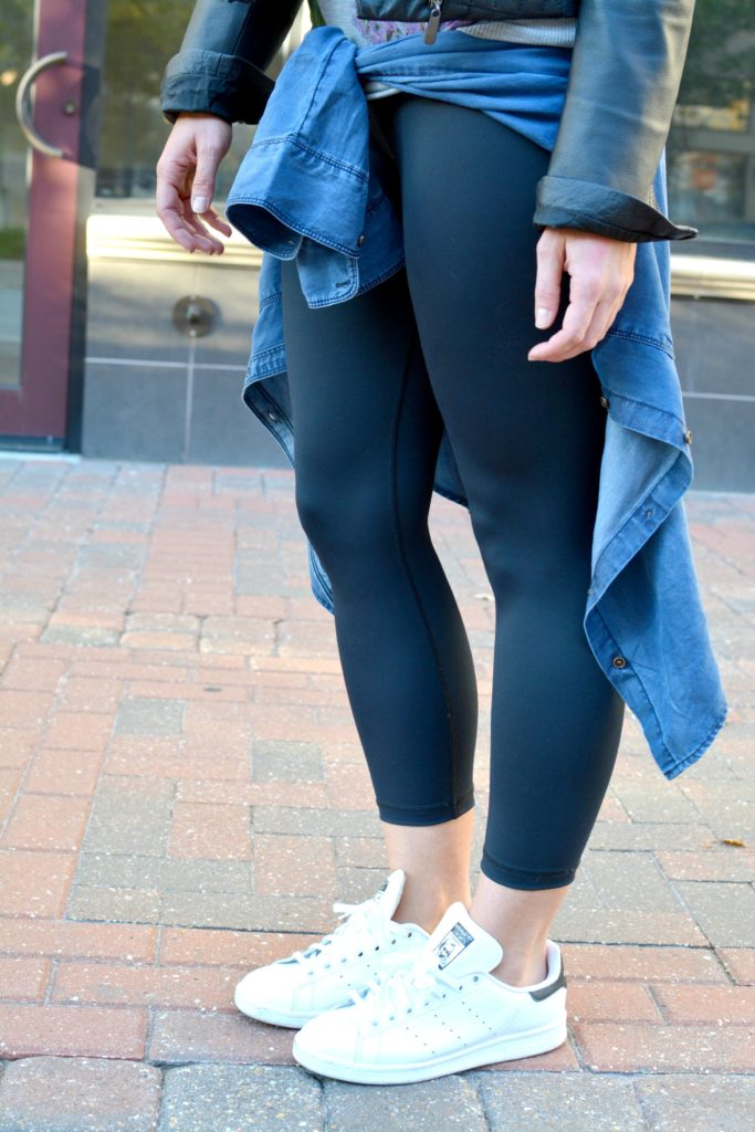 Ashley from LSR in Carbon 38 leggings and Adidas Stan Smith sneakers for an athleisure look