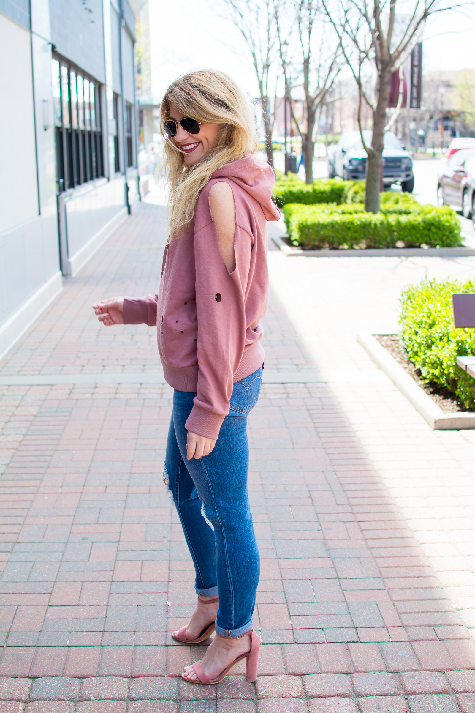Destroyed Blush Hoodie + Heels. | Ashley from Le Stylo Rouge