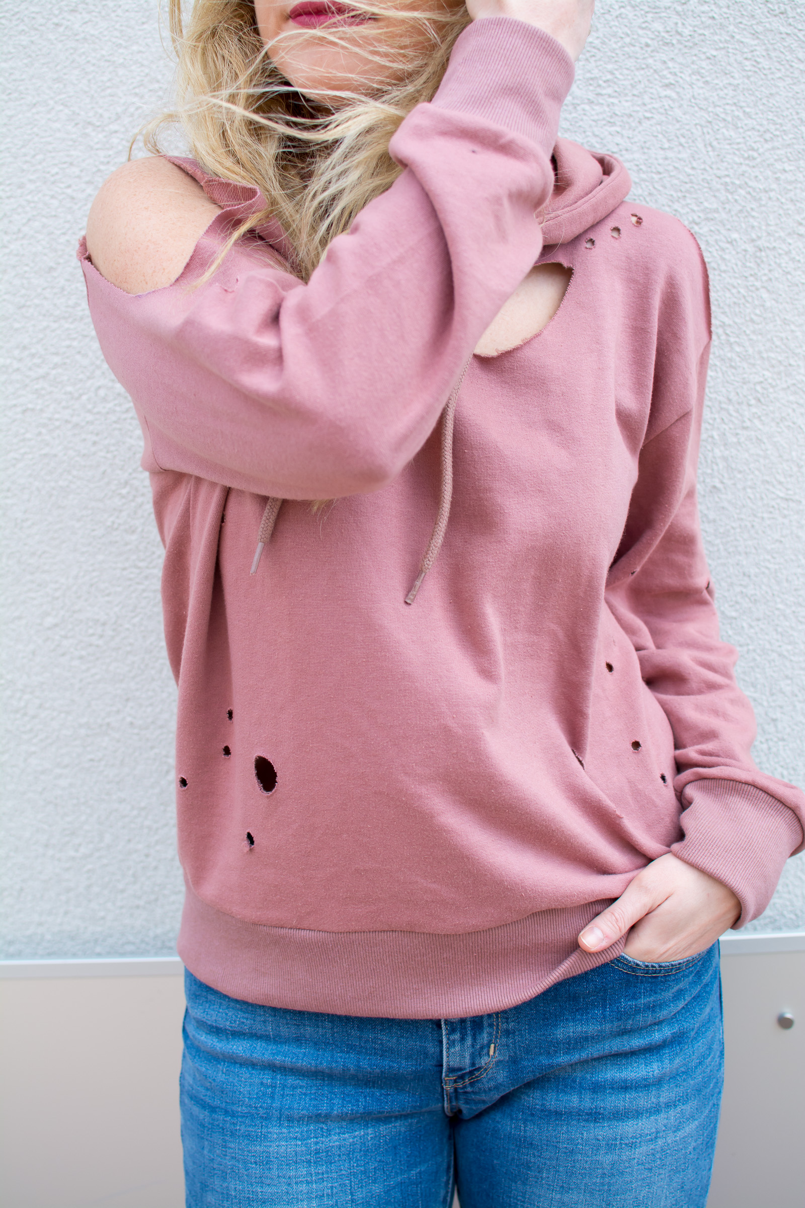 Destroyed Blush Hoodie. | Ashley from Le Stylo Rouge