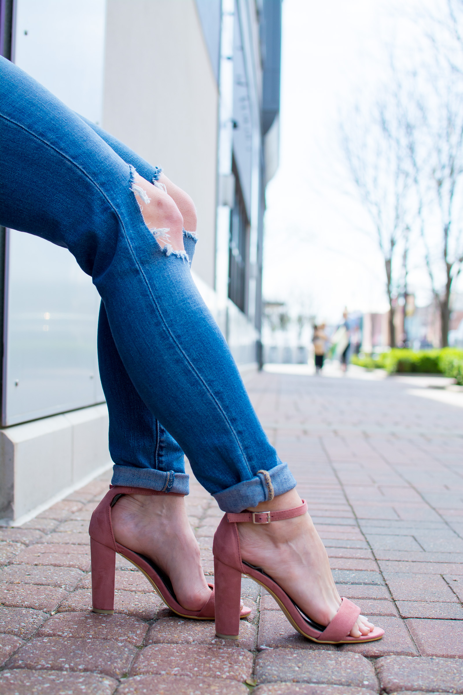 Blush Heels with Destroyed Denim. | Ashley from Le Stylo Rouge