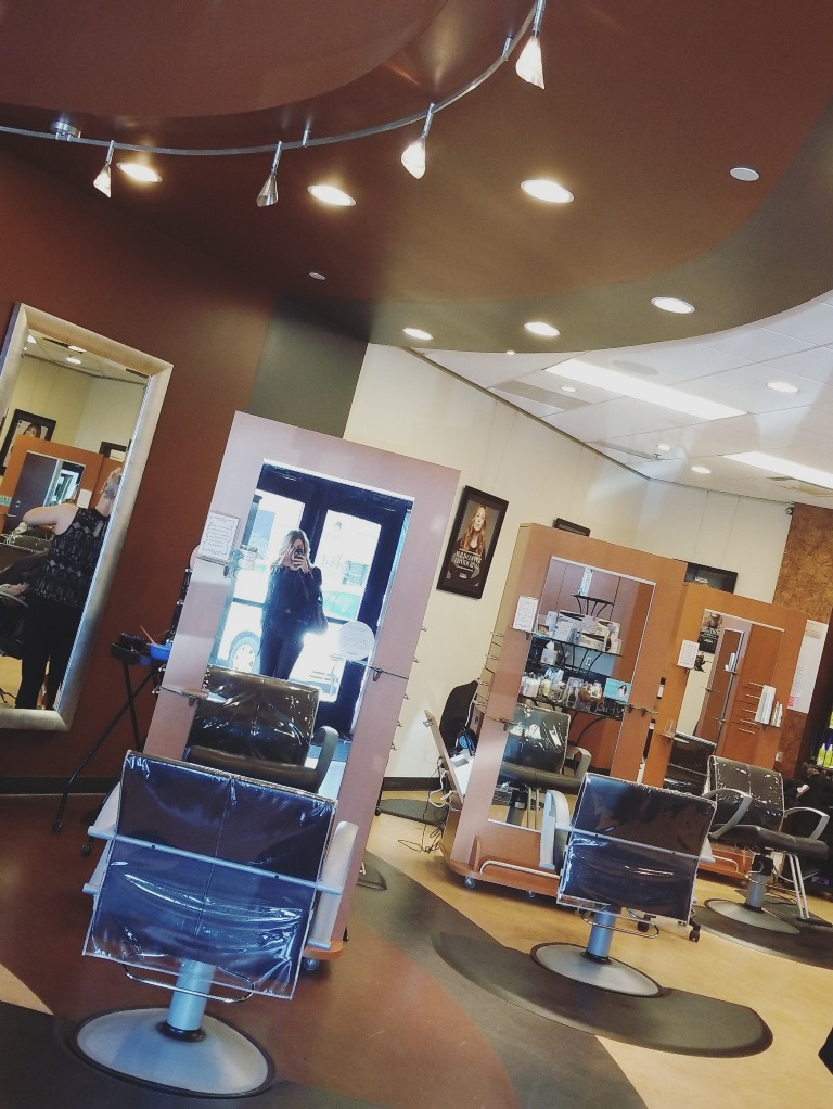 A Blowout at Elecktica Salon at The Village at Briarcliff. | Ashley from Le Stylo Rouge