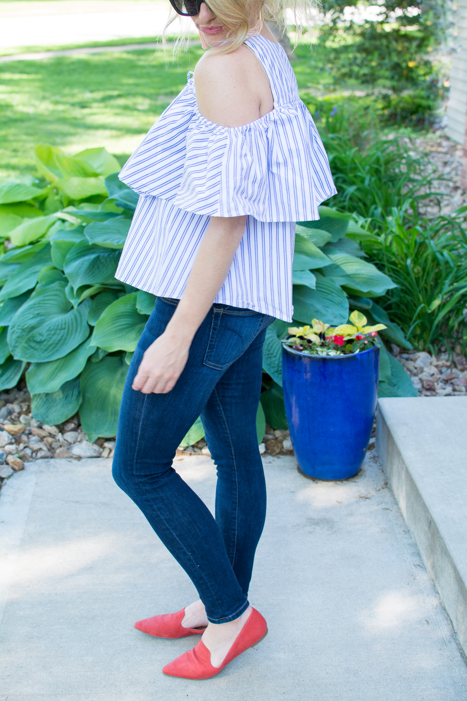 Ruffled Cold-shoulder Blouse for Summer. | Ashley from Le Stylo Rouge