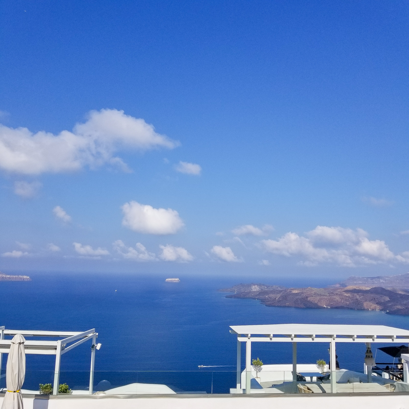 My Stay in Santorini. | Ashley from Le Stylo Rouge