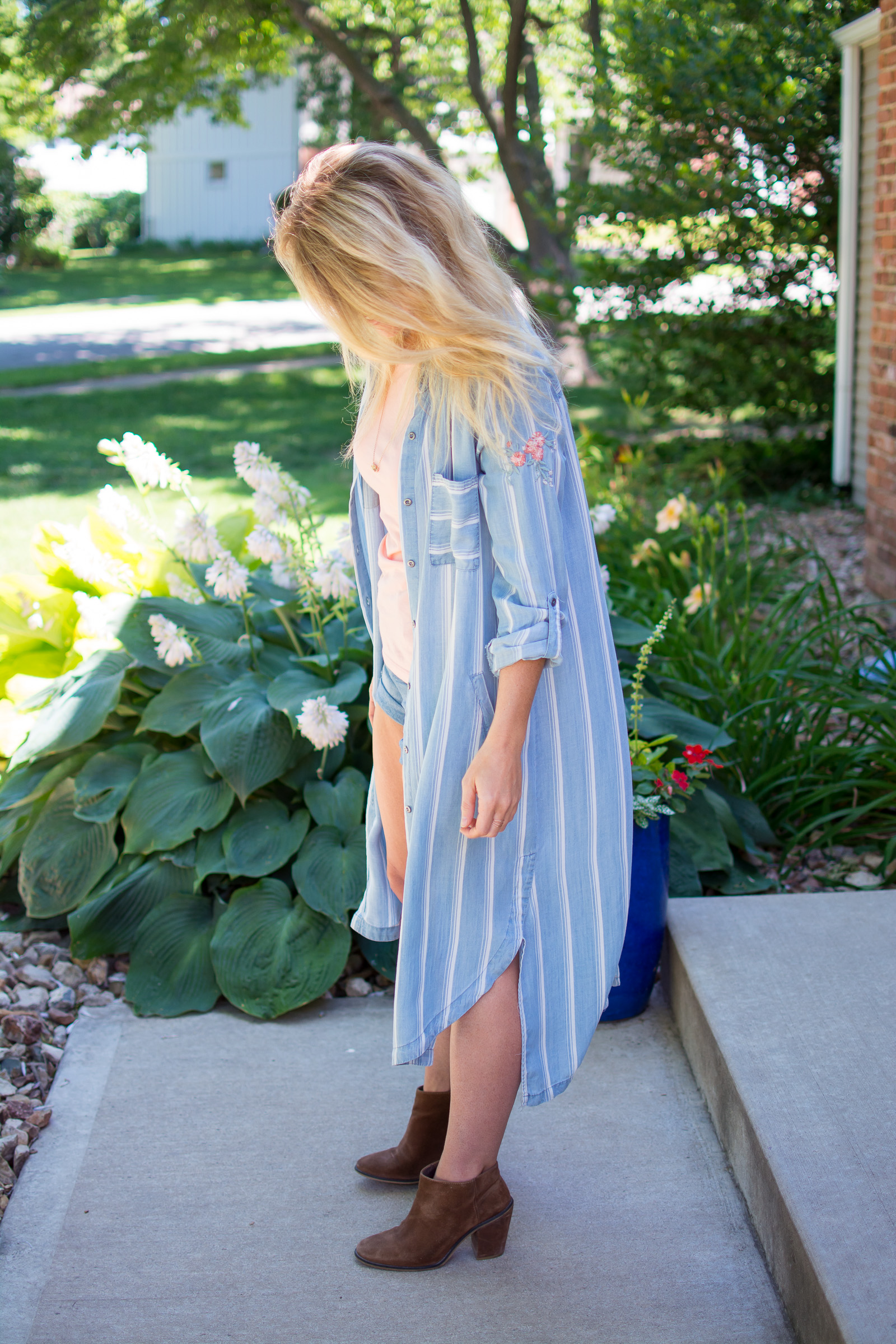 Wearing a Striped Duster for Summer. | Ashley from Le Stylo Rouge