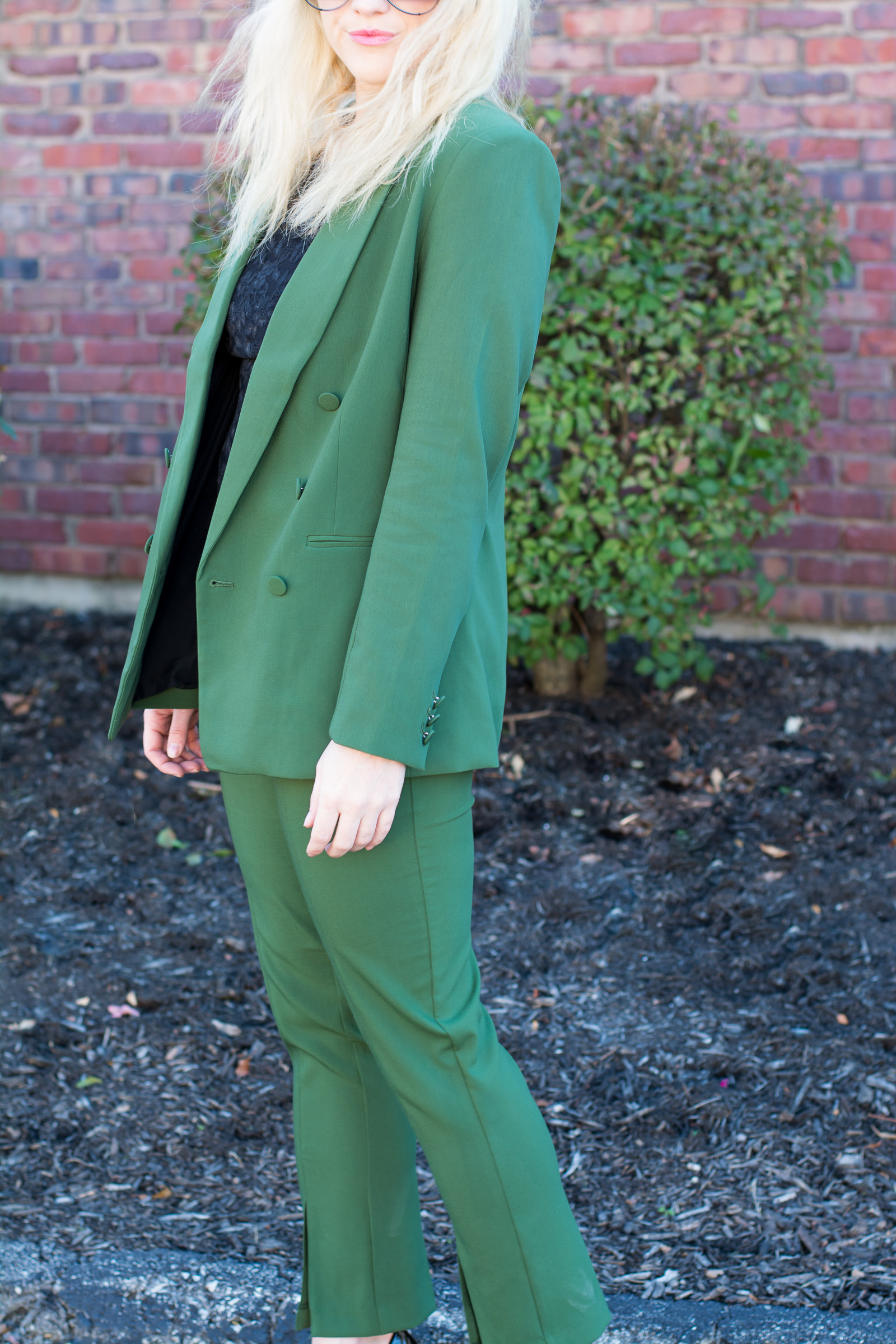 Green Holiday Suit. | Ashley from Le Stylo Rouge